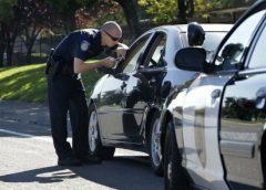 Через несправні стоп-сигнали патрульний зупинив дівчину, що була за кермом авто, а потім несподівано полагодив їх